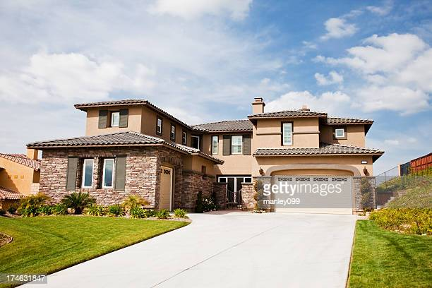 beautiful california house with stone walls - california stockfoto's en -beelden
