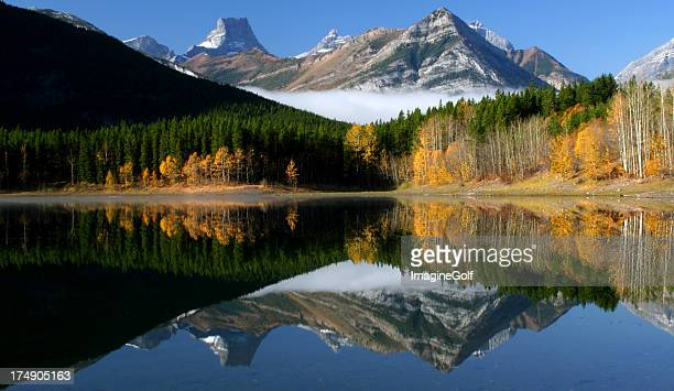 beautiful canadian rockies reflection - kananaskis country stock pictures, royalty-free photos & images