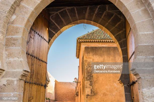 beautiful carved stone entrance gate of the kasbah of the udayas in rabat, morocco. - rabat maroc photos et images de collection
