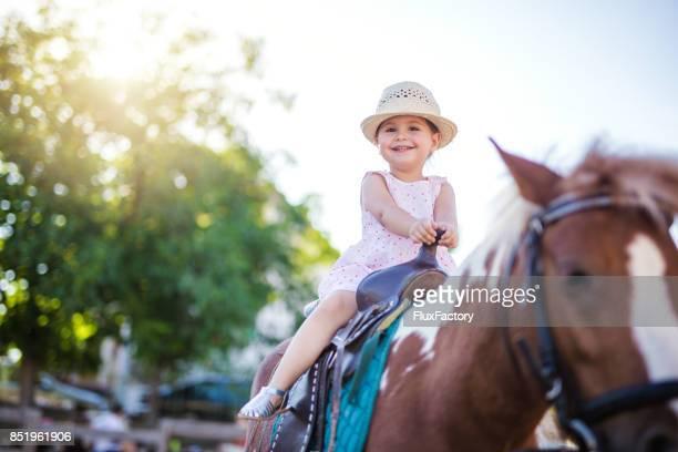 beautiful child on a horse - montare foto e immagini stock