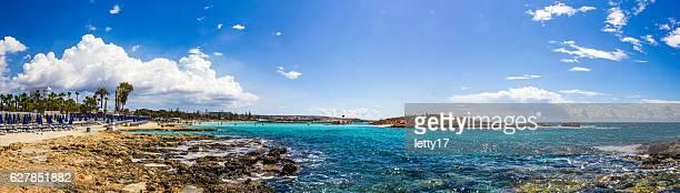 beautiful clear blue sea at nissi bay in cyprus - república do chipre - fotografias e filmes do acervo