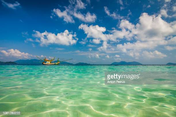 beautiful clear water in a tropical island - india summer stock-fotos und bilder