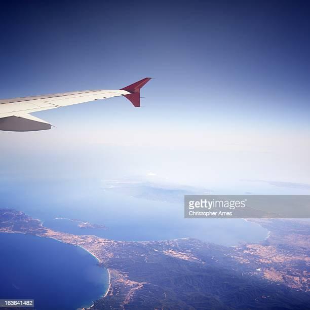 costa bellissima vista dall'aereo passeggeri - inquadratura da un aereo foto e immagini stock