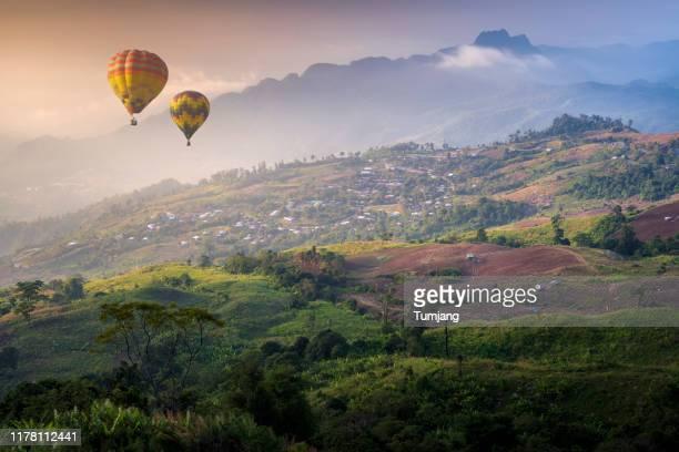 beautiful colorful hot air balloon on amazing view of morning mist at hu thap boek mountain, phetchabun, thailand - boek stock-fotos und bilder