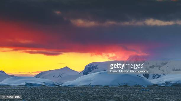 beautiful colours during a stunning sunset on the coast of the antarctic peninsula - antarctic sound stockfoto's en -beelden