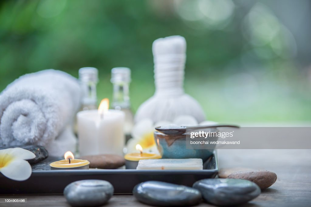 Beautiful composition of spa treatment on wooden table : Stock-Foto
