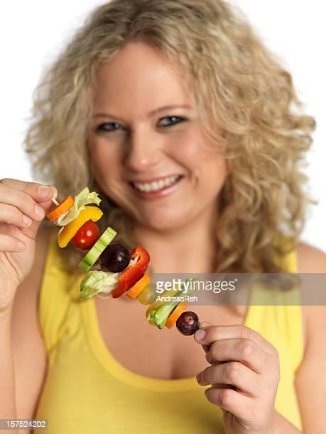 Wunderschöne zuversichtlich Frau mit köstlichen spit Obst