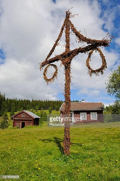 beautiful cottage and barn with maypole in northern sweden - midsommar bildbanksfoton och bilder