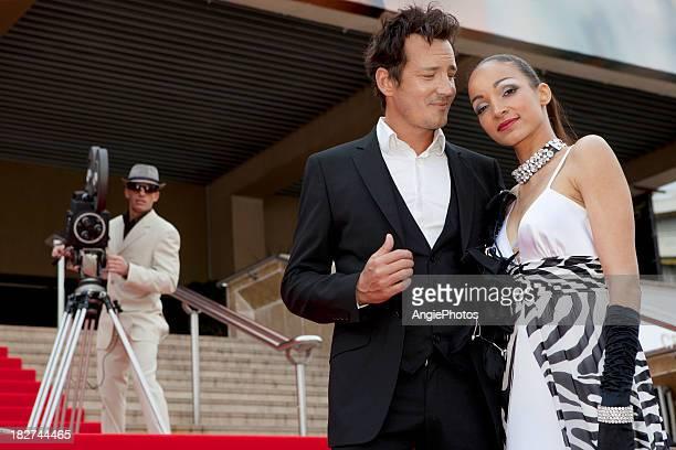 Beau couple sur le tapis rouge