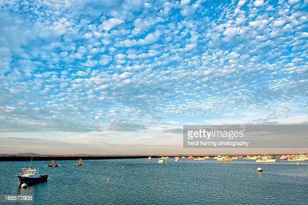 beautiful day at plymouth harbor - plymouth massachusetts - fotografias e filmes do acervo