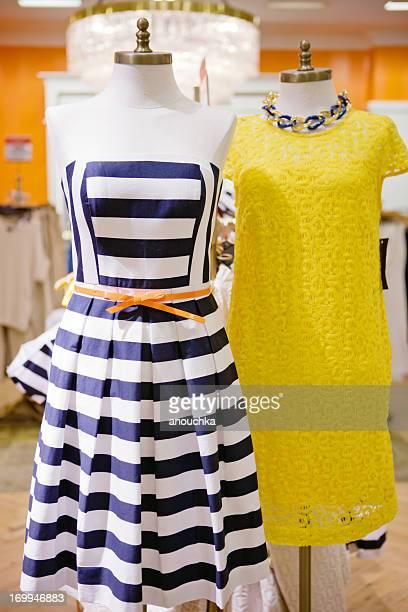美しいドレスで表示されている保管