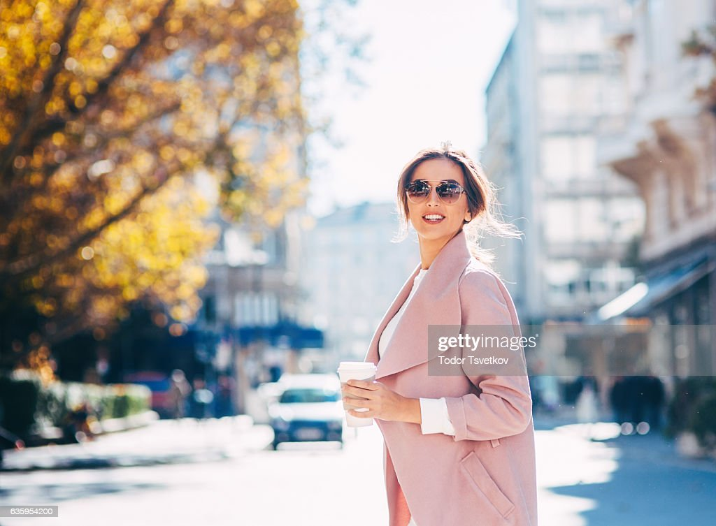 Beautiful elegant woman outdoors : Foto de stock