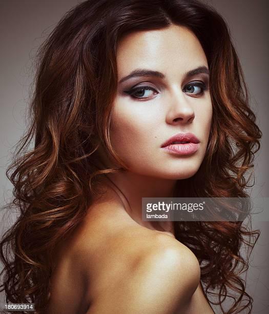 Hermosa elegante mujer
