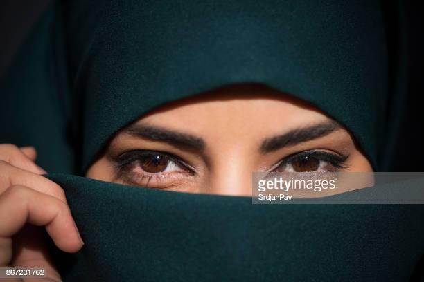 auch schön gedeckt - arabische kultur stock-fotos und bilder