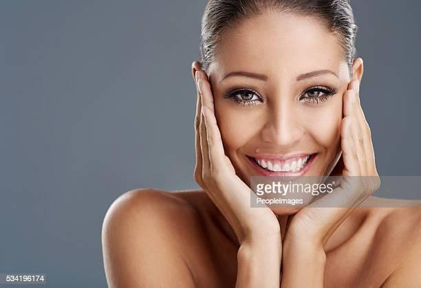 美しい目元、美しい笑顔、美しいあなた