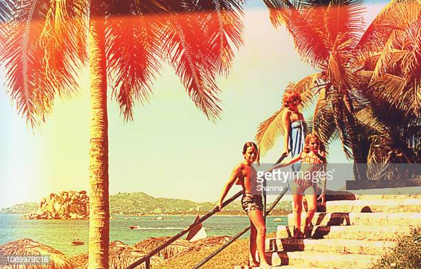 夏休みに美しい家族です。 - ゲレーロ州 ストックフォトと画像