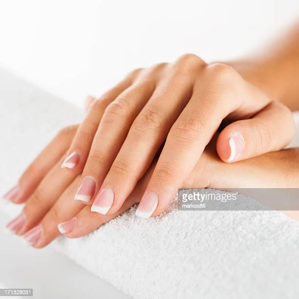 Belles femmes mains avec manucure