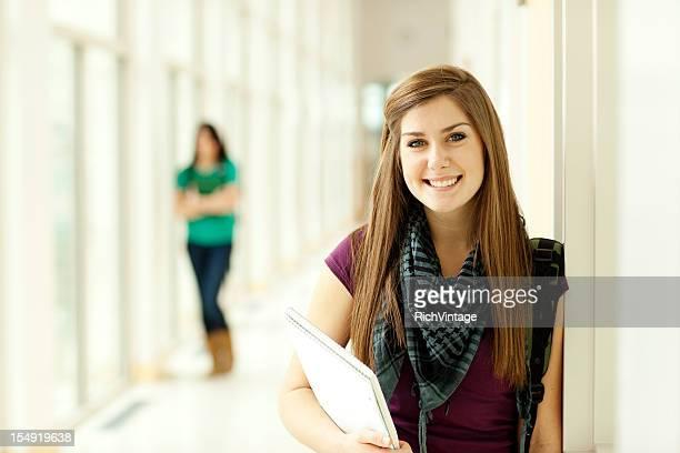 美しい女性の学生