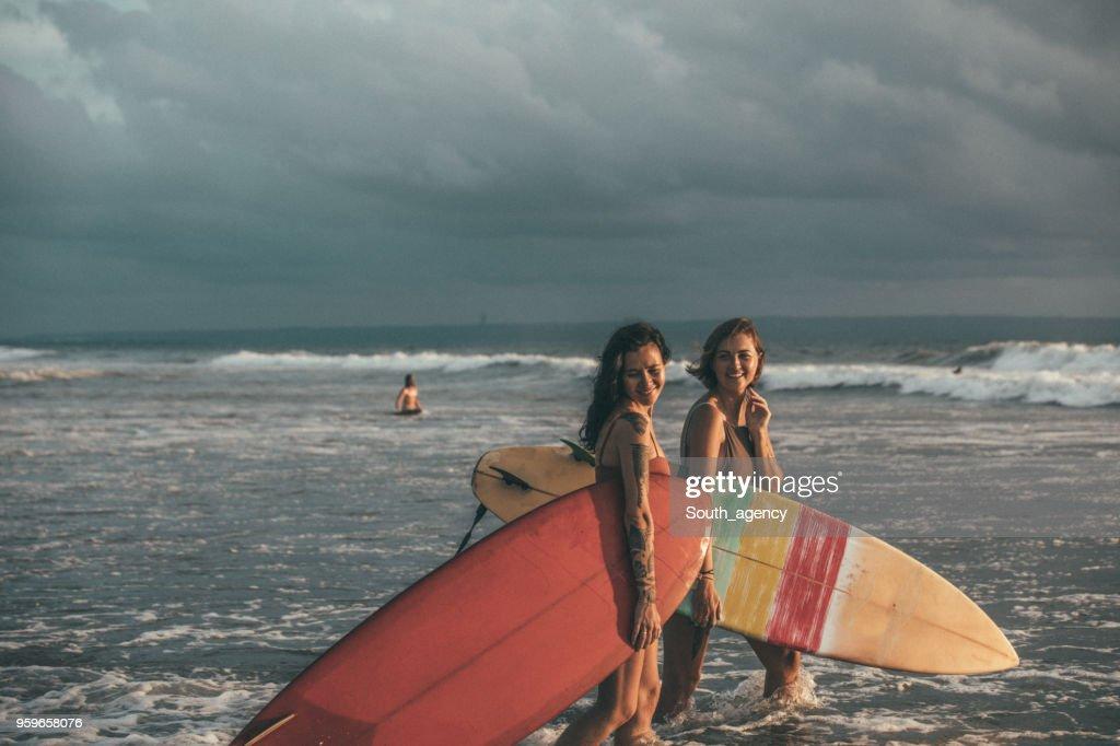 Schöne weibliche Surfer : Stock-Foto