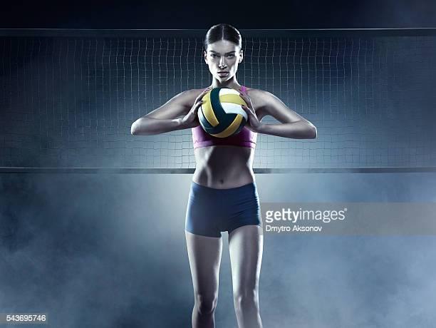 Schöne weibliche-volleyball spieler
