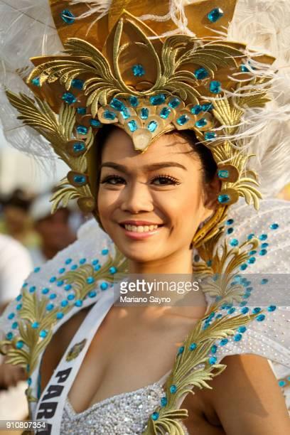 beautiful filipina wearing festival costume - região da capital - fotografias e filmes do acervo