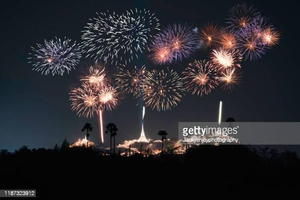 a beautiful fireworks display for celebrations phra nakhon khiri.phetchaburi - feuerwerk stock-fotos und bilder