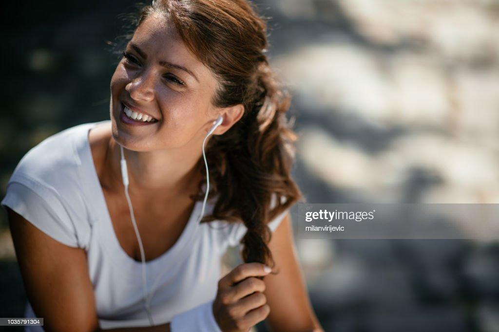 Beautiful fitness girl outdoors : Stock Photo