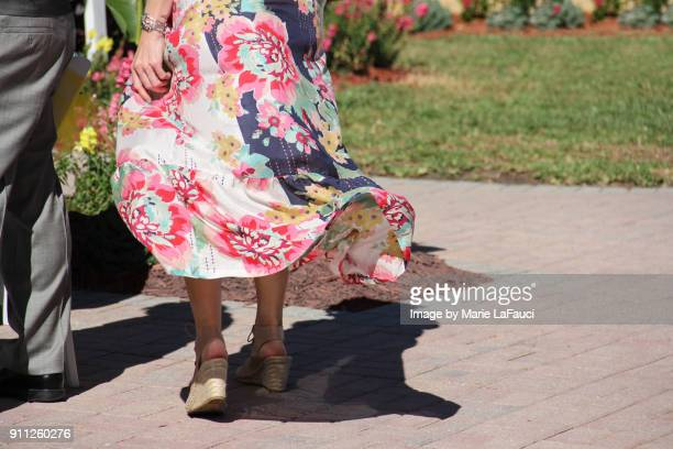 beautiful floral dress blowing in the wind - robe à motif floral photos et images de collection