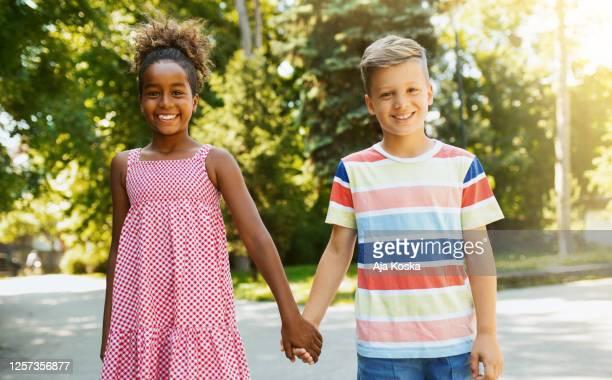 beautiful friendship. - preconceito racial imagens e fotografias de stock