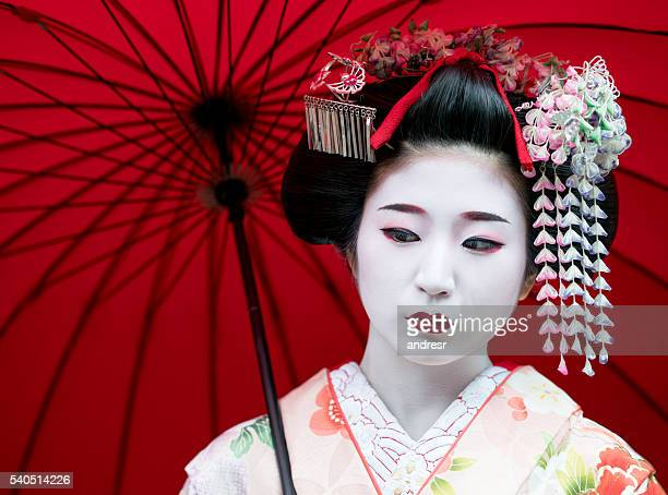 beautiful geisha portrait - geisha photos et images de collection