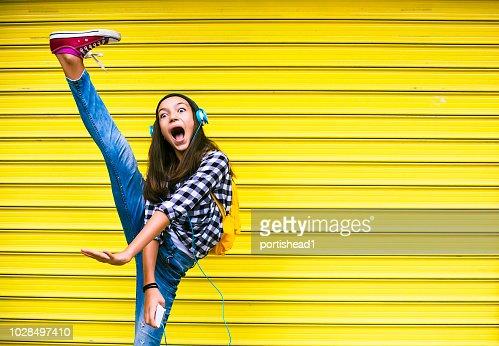 3,806 fotos de stock e banco de imagens de Crazy Teens - Getty ...