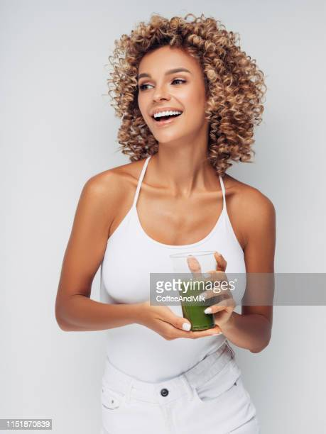beautiful girl drinks smoothies - detox stock pictures, royalty-free photos & images