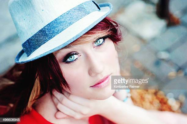 beautiful girl in hat - pintalabios rosa fotografías e imágenes de stock