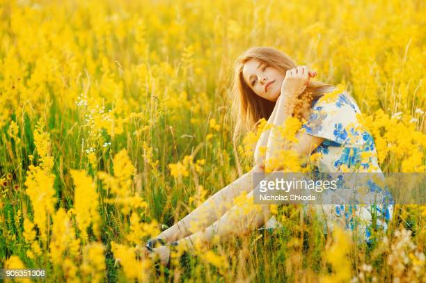 beautiful girl the flowers field summer sunset healthy lifestyle - yellow dress stock pictures, royalty-free photos & images