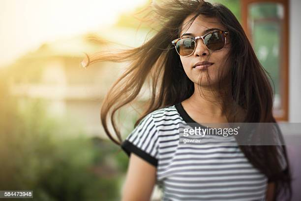 beautiful girl wearing sunglasses enjoying fresh air in balcony. - alleen één tienermeisje stockfoto's en -beelden