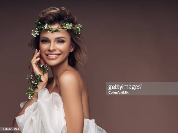 beautiful girl with a wreath of flowers - sposa foto e immagini stock