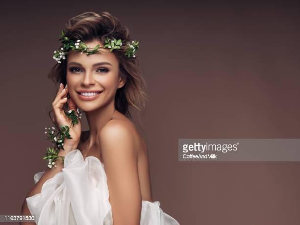 beautiful girl with a wreath of flowers - moglie foto e immagini stock