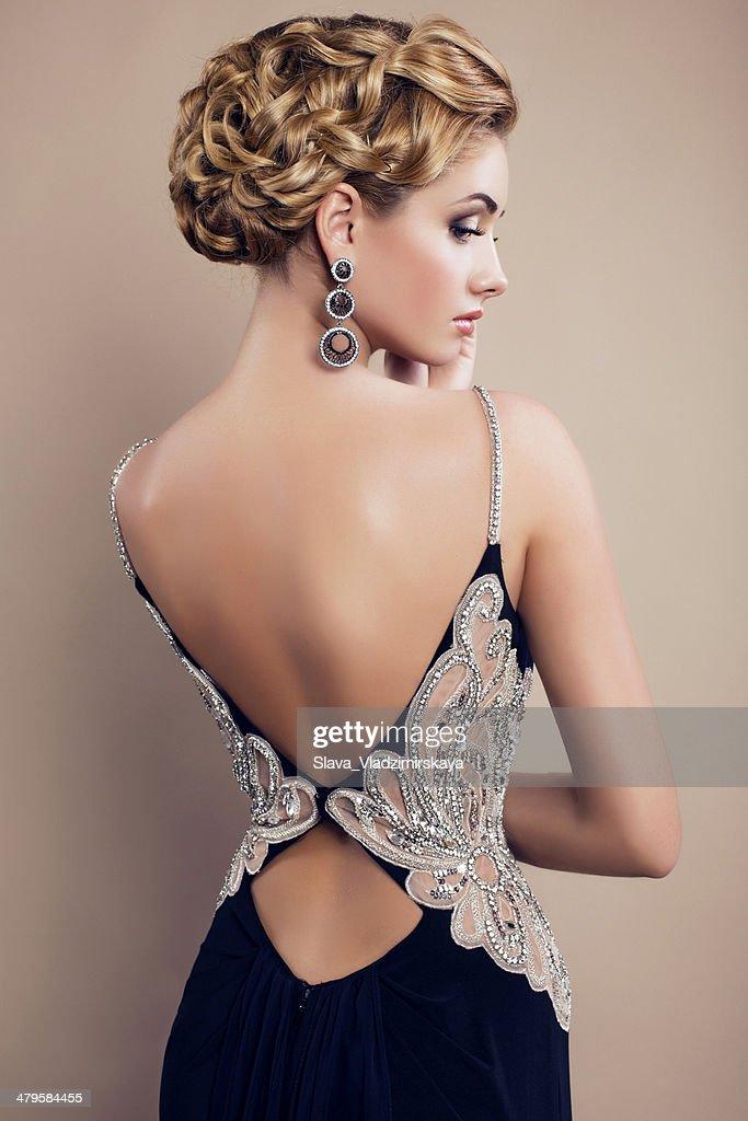 美しいエレガントなドレスで女性の魅力 : ストックフォト