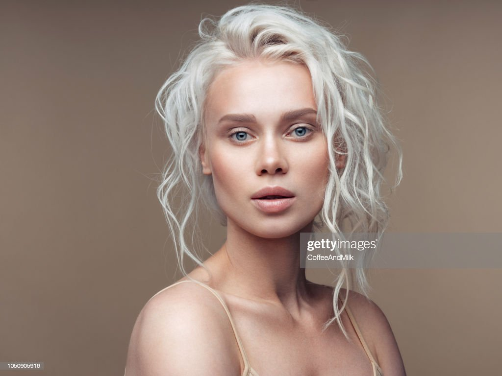 Beautiful hairstyle : Stock Photo