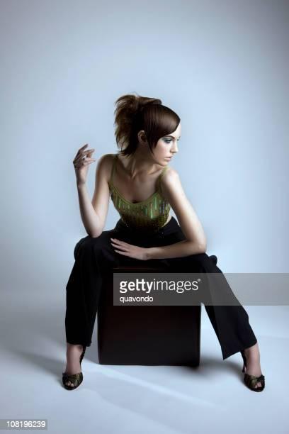 wunderschöne haute-couture-mode model, ganzer körper - aktmodel stock-fotos und bilder