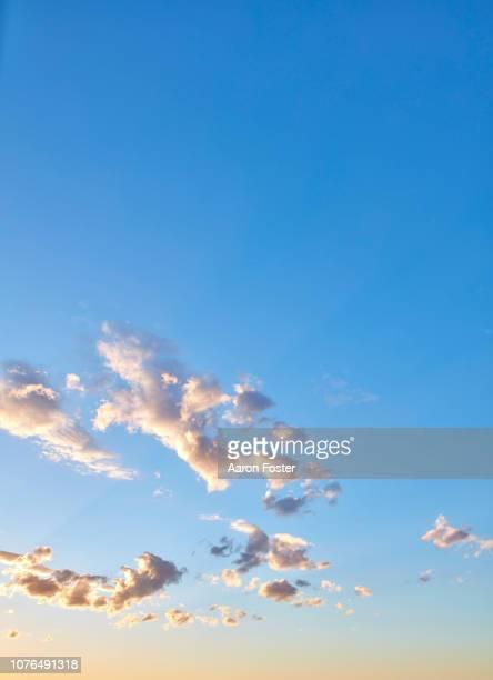 beautiful hi rez sky - ciel sans nuage photos et images de collection