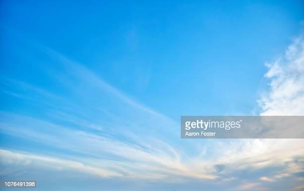 beautiful hi rez sky - heldere lucht stockfoto's en -beelden