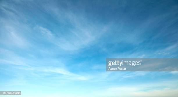 beautiful hi rez sky - blau stock-fotos und bilder