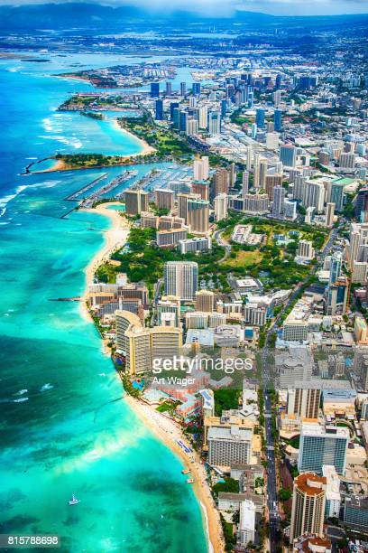 beautiful honolulu hawaii from above - isole hawaii foto e immagini stock