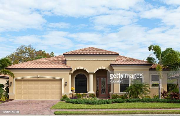 beautiful house in florida - florida landscaping stock pictures, royalty-free photos & images