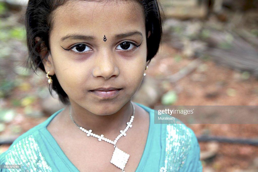 indian-teen-girl-very-beautiful-women-pissing-nude-close-up
