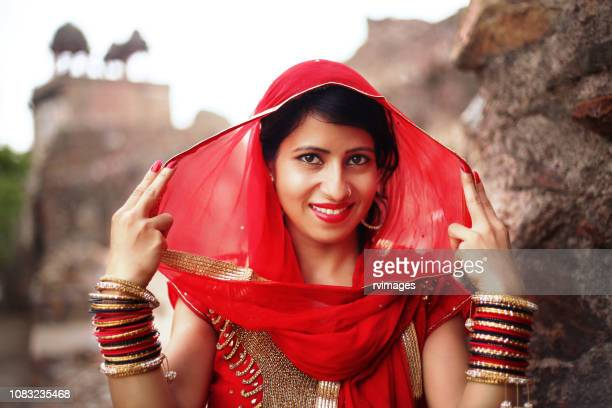 beautiful indian traditional woman, rajasthan/india - bangle stock pictures, royalty-free photos & images