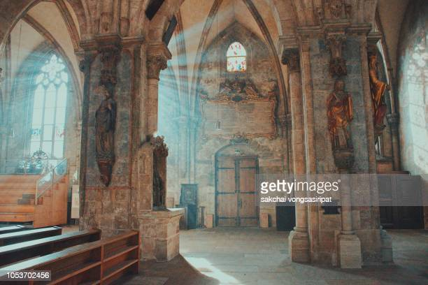 beautiful inside at interior of st sebaldus church in nuremberg city, bavaria, franconia, germany - klooster stockfoto's en -beelden