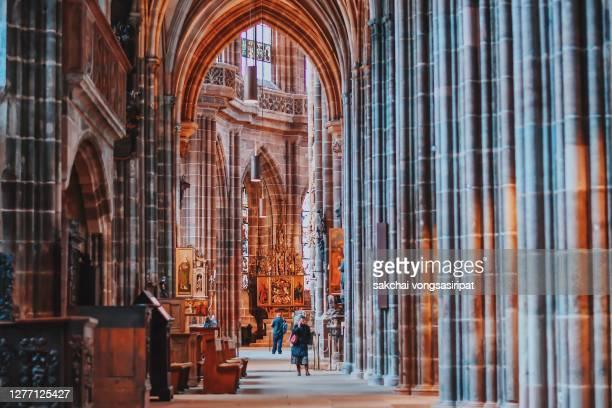 beautiful inside interior of st lorenz church in nuremberg city, germany, europe - katholizismus stock-fotos und bilder