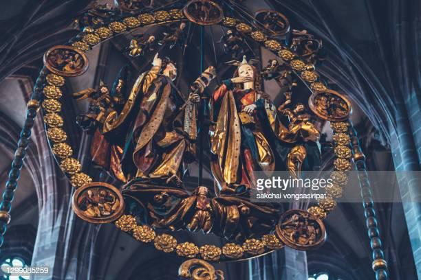 beautiful inside interior of st lorenz church in nuremberg city, germany, europe - arena nürnberger versicherung stock-fotos und bilder